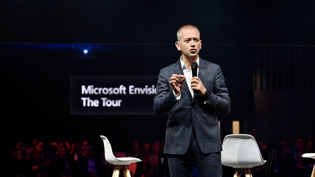 Carlo Purassanta lors d'une présentation à Microsoft Envision   The tour Paris.
